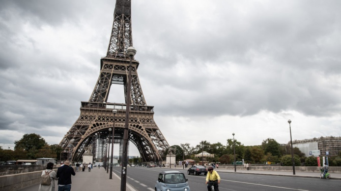 Франция ще депортира алжирски доставчик на храна заради антисемитизъм