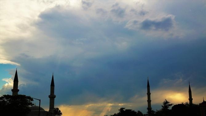 Вижте какво се случва в Турция: От обилни дъждове в Одринско до сняг в Истанбул