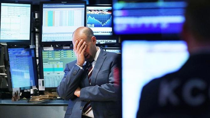 Понижение на Уолстрийт след слаби продажби на дребно и финансови отчети на американски банки