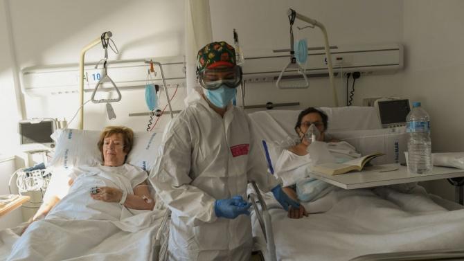 Испания регистрира нови рекорди при новите случаи на коронавирус