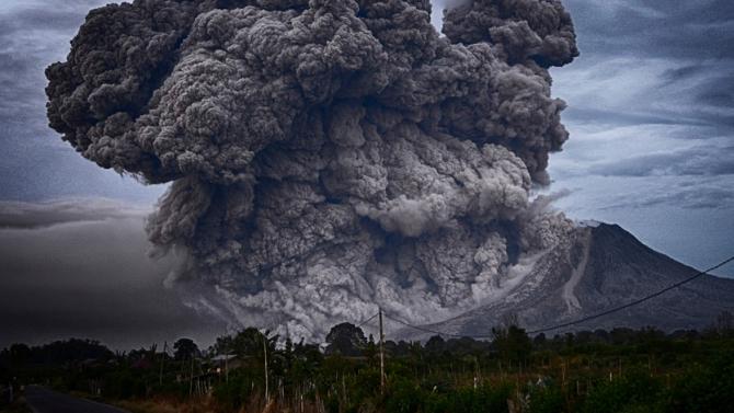 Изригна вулканът Семеру на о-в Ява