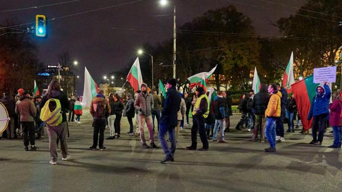 Антиправителствена демонстрация блокира Орлов мост