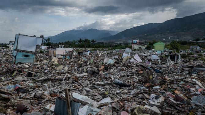 Броят на жертвите на земетресението в Индонезия се увеличава