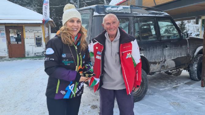 Най-възрастният практикуващ скиор у нас Иван Раев посрещна вицепремиера Марияна Николова на Мечи чал