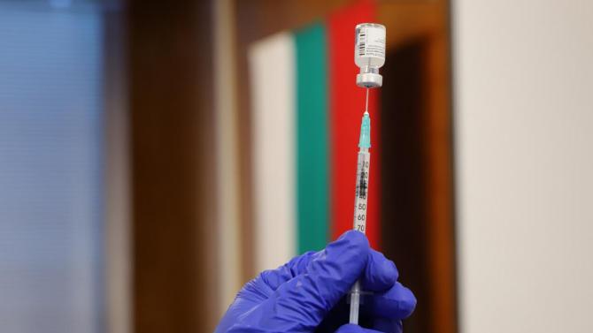 Втори етап на ваксинация за медиците във ВМА