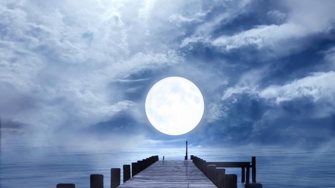 Луната е в знак Риби и се движи на празен