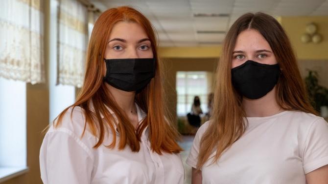 Ще останат ли учениците от 5 до 12 клас с маски в часовете?