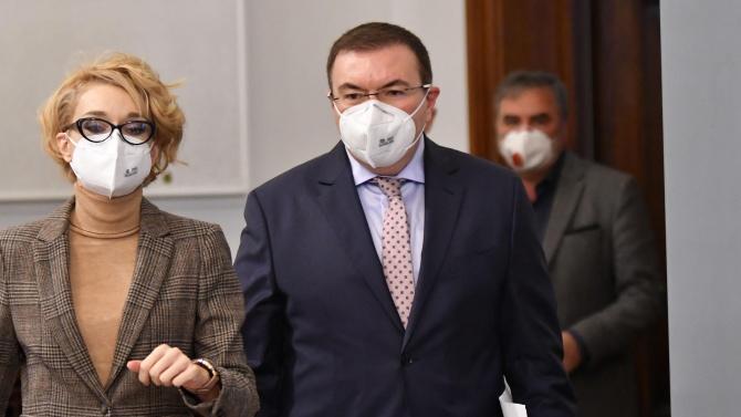 Изслушват министър Ангелов в парламента
