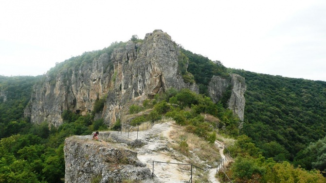 Осем века след създаването на царските манастири на Българиядиректорът на