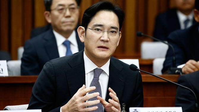 Южнокорейски съд осъди вицепрезидентът и фактически шеф на Samsung Electronics