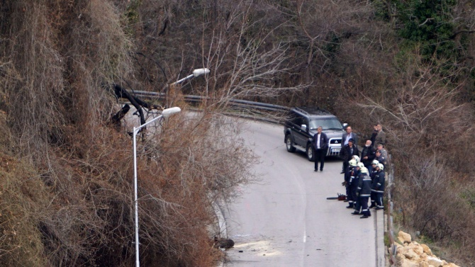 Опасност от срутване на земна маса върху път край Благоевград