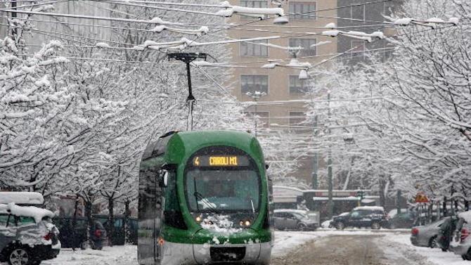 Студ, смог и лавини в Европа причиниха хаос по пътищата и екологични тревоги