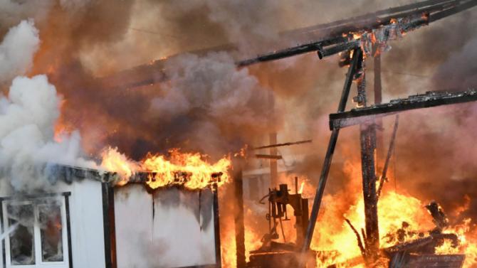 Пожар от апартамент изпепели бар и магазин в Приморско, рускиня пострада