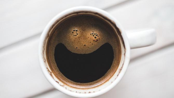 Кафето и черният шоколад ни правят щастливи, газираните напитки ни потискат