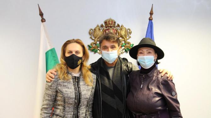 """Вицепремиерът Марияна Николова разговаря с дует """"Ритон"""""""
