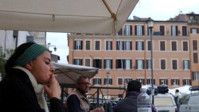 В Милано от днес на някои открити обществени места е