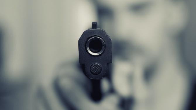 "На улица във вилната зона ""Евксиноград"" шофьор извади пистолет и"