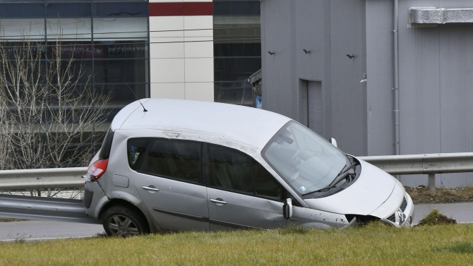 Тринадесет души са ранени при 11 тежки катастрофи в страната