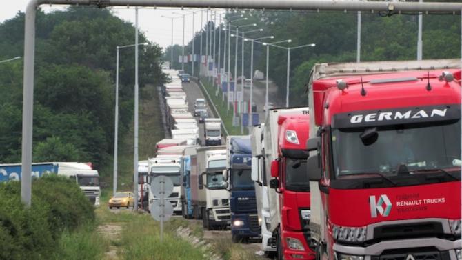 Повече от 1300 моторни превозни средства са преминали през граничния пункт на Дунав мост 2 за последното денонощие