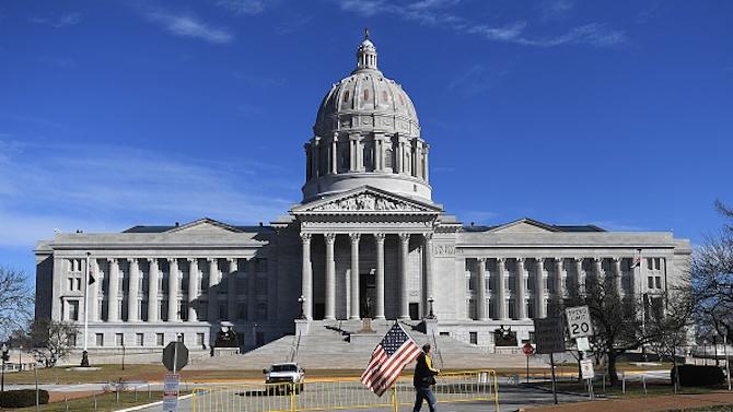 Обстановката около сградите на Конгреса на САЩ и на щатските събрания е спокойна