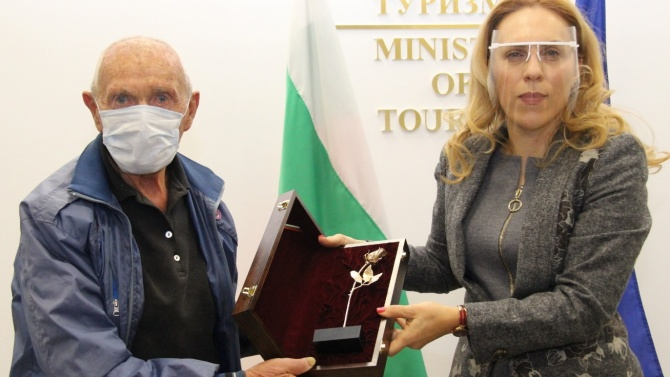Марияна Николова награди най-възрастния скиор у нас