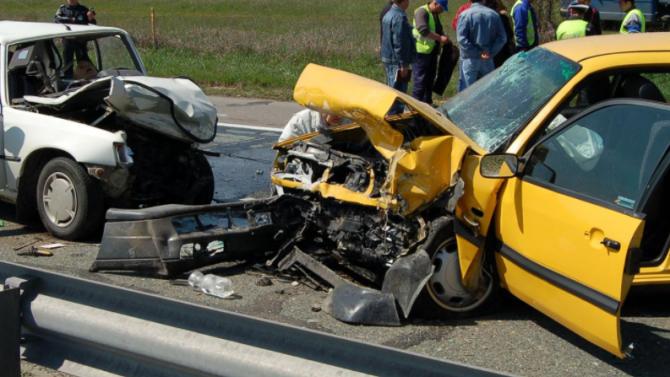 Челен сблъсък на пътя Русе-Силистра, двама души са ранени
