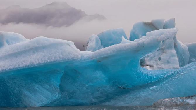 Огромният айсберг, който застрашаваше остров с пингвини, се е разпаднал