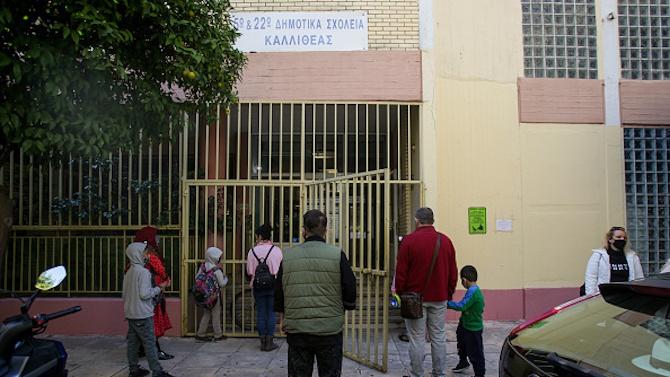 10 дни след като отвори училищата Гърция ги затваря отново