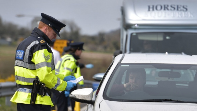 Северна Ирландия остава затворена заради коронавируса до 5 март