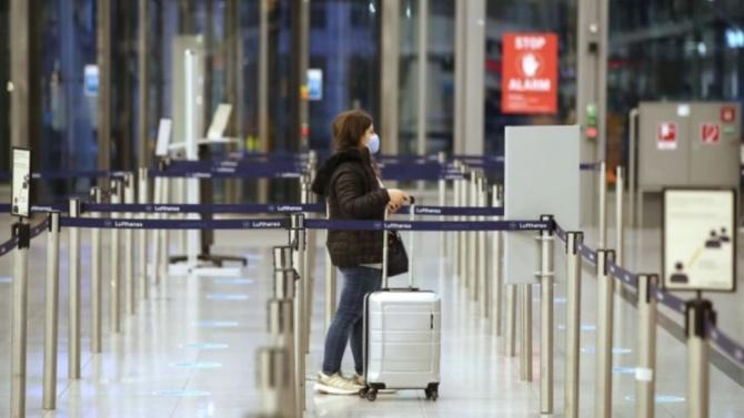 Пътуващите за САЩ със самолет трябва да си направят тест и да останат под карантина