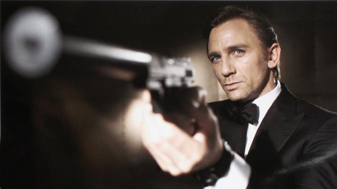 """Премиерата на 25-ия филм за Джеймс Бонд, """"Смъртта може да"""