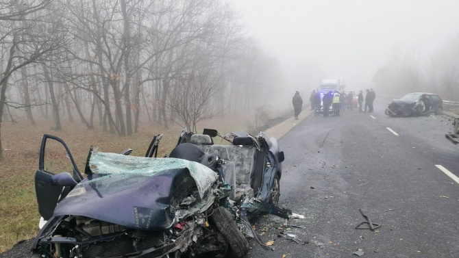 Трима души са загинали, а 21 са ранени при 18