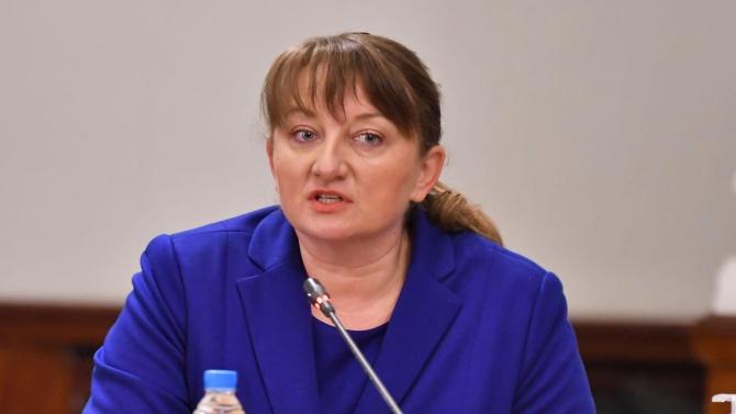 Деница Сачева разкри защо има забавяне в отпускането на помощите заради пандемията