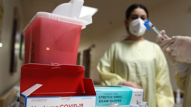"""Близо 2000 дози от ваксината на """"Модерна"""" бяха изхвърлени на боклука в САЩ"""