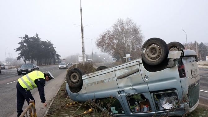 Шофьор без книжка рани приятел при катастрофа край Плевен