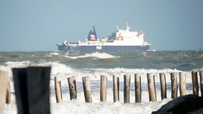 """Корабът """"Оушън вайкинг"""" спаси над 250 мигранти в Средиземно море"""