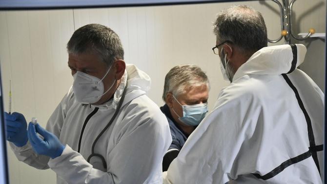 АстраЗенека ще достави по-малко ваксини от предвиденото за ЕС