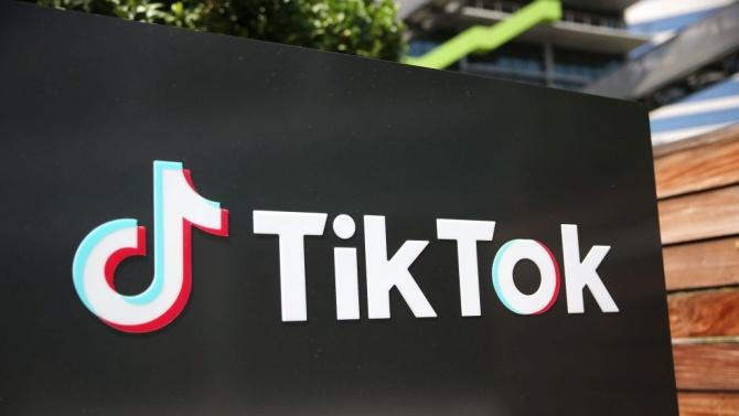 Потресаващо:  Момиче почина след игра в ТикТок, Италия реагира светкавично