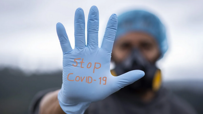 Френски лекари с нова препоръка как да се предпазим от COVID-19