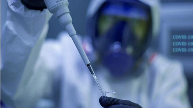 Британски учени: Няма категорични данни, че новият COVID-19 e по-смъртоносен
