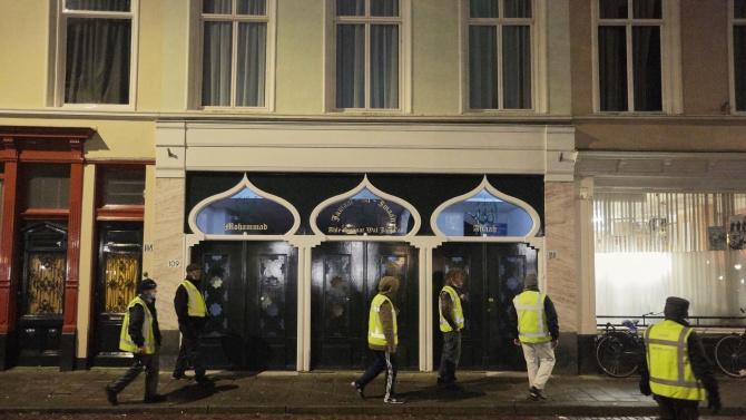 25-има задържани в Нидерландия след въвеждането на вечерен час