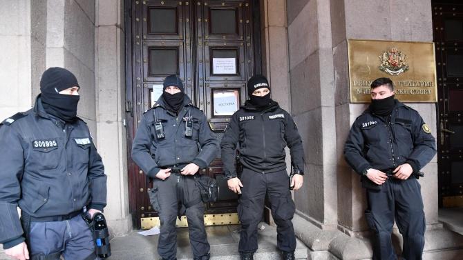 """Ден 200 на антиправителствени протести в София.Представители на инициативата """"Системата"""
