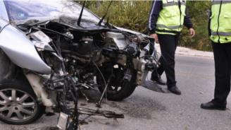 Загинал и тежко ранен след жестока челна катастрофа край Павликени