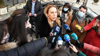 Марияна Николова каза какво са се разбрали на срещата със собственици на заведения