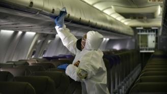 Самолет кацна по спешност в Румъния, пътничка с COVID-19 е припаднала
