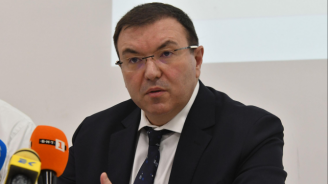Проф. Ангелов с нова заповед - отпадна забраната за износ на медицински кислород