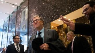 Бил Гейтс се ваксинира срещу COVID-19