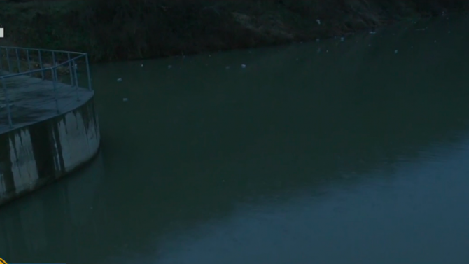 Изчистиха плаващото сметище в река Искър