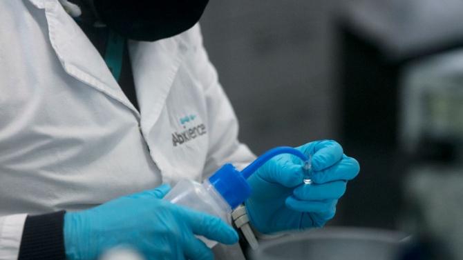 Учени се отказаха да разработват ваксина срещу COVID-19, умориха се
