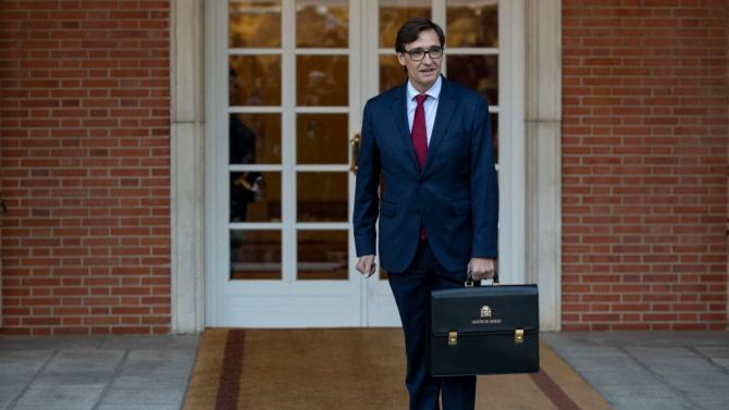 Насред пандемията здравният министър на Испания се оттегля